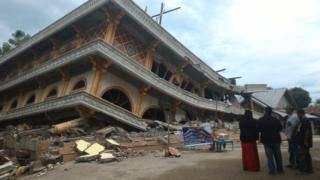 Masjid yang roboh di Kecamatan Ulee Gle, Kabupaten Pidie Jaya, Aceh.