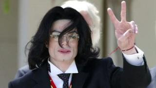 اتهام علیه مایکل جکسون؛'او صدها بار مرا آزارجنسی داد'