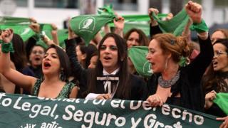Mujeres pañuelo verde