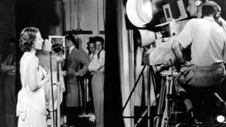 """Hellen McKay cantando """"Here´s looking at you"""", en la primera transmisión de televisión, en 1936"""