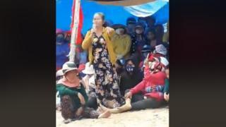 Một người dân phát biểu trong buổi tiếp dân hôm 4/12 tại xã Mỹ Thắng