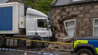 Lorry crashed into house