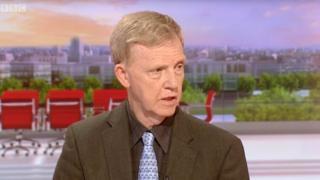 السفير البريطاني السابق لدى سوريا، بيتر فورد، على شاشة بي بي سي