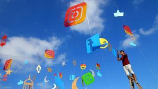 Plenty Facebook logo wey dey fly for air