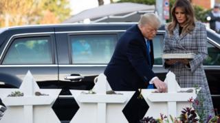 Трамп и его жена у мемориала