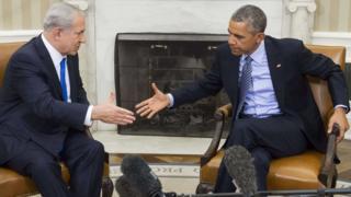 Obama and Netanyahu shaking hands