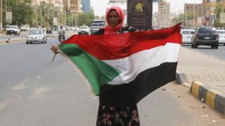苏丹示威者要求早前推翻巴沙尔政府的军方交出权力,举行大选,把权力移交文人政府。