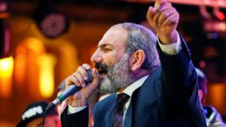 Armenian opposition leader Nikol Pashinyan addresses supporters during a rally after his bid to be interim prime minister was blocked by the parliament in Yerevan, May 1, 2018