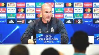 Zidane, né à Marseille de parents immigrés algériens, avait déjà pris une position similaire en 2002 lorsque le Front national avait atteint le second tour.