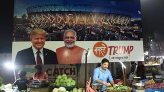 अहमदाबाद में 'नमस्ते ट्रंप' की एक होर्डिंग