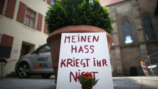 アンスバッハ自爆攻撃の現場に「私の憎しみはあげない」というメッセージ