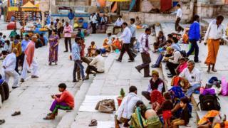 Кивание головой по-индийски - это уникальный жест