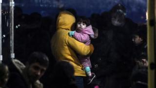Sahil Güvenlik ekipleri tarafından Yunanistan'a geçmeye çalışırken yakalanan Suriyeli göçmenler