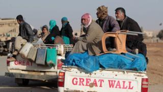 Kasım 2016'da Telafer'den ayrılan siviller.