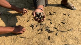 တပ်မတော်နဲ့ အေအေတိုက်ပွဲတွေကြောင့် ရွာထဲကို ကျလာတဲ့ ကျည်ဆံခွံများ