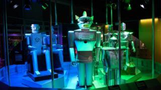 أجهزة روبوت في أحد معارض التكنولوجيا