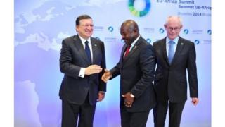 Le Président Burundais, Pierre Nkurunziza avec Jose Manuel Barroso, Président de la Commission Européenne en 2014 au sommet UE-Afrique