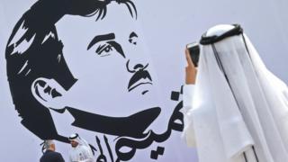 Katar Emiri Şeyh Tamim bin Hamad el Sani'nin çizimi duvarda Doha'da.