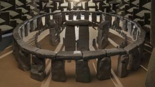 1-12 scale model of Stonehenge