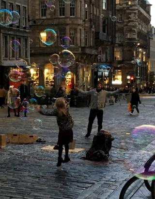 Bubbles on the Royal Mile