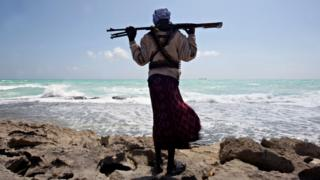 Armed pirate on the Somali coast (file photo 2010)