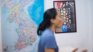 유엔인권정책센터에서 다문화 가정 이주 여성들을 위해 한국 문화 수업을 진행한다