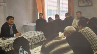 Оторбаев Сахароводо убактылуу кармоочу жайда отурган кыргызстандыктар менен