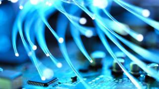 Glowing fibre optics