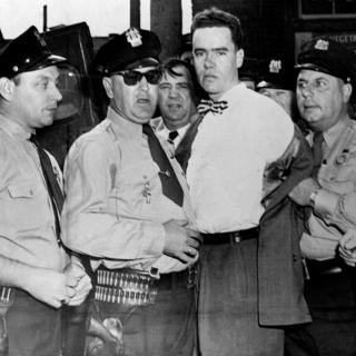 """Howard Unruh, el primero del tipo de asesinos en masa que después se multiplicaron, siendo arrestado poco después de que terminó lo que se conoce como """"la caminata de la muerte"""", en 1949, en Estados Unidos."""