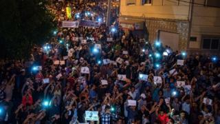المتظاهرون في الحسيمة رفعوا صورة الزفزافي
