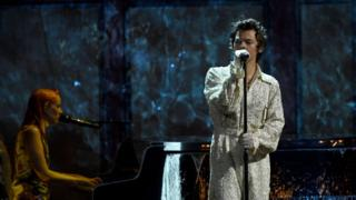 Harry-Style-performs-at-the-Brits.