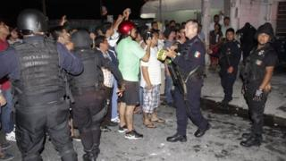 Members of the Municipal Police contain an angry mob that tried to lynch a Russian citizen Aleksey Makeev in Cancun, Quintana Roo, Mexico, 19 May 2017