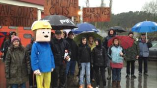protest at closed fire station