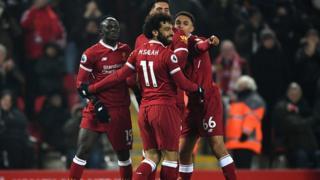 Les joueurs de Liverpool jubilent après le deuxième but marqué par Sadio Mané.