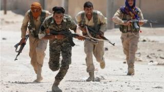Umurwi w'inyeshamba zikorana na Amerika zimaze amezi zikikuje Raqqa