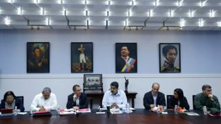 Venezuelan President Nicolas Maduro (C) during a meeting with cabinet ministers in Caracas, Venezuela, on 7 September 2015