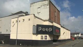 Peep, Stryd y Deon, Bangor