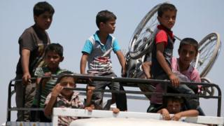 Boys on a pick-up truck flee southern Manbij after advance by Syria Democratic Forces fighters (1 July 2016)