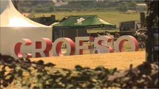 A 'Croeso' (Welcome) sign in a field in Llandudno.