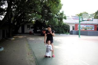 Huang Wensi with her son