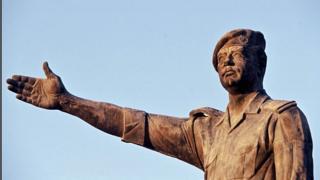 Статуя Саддама Хусейна