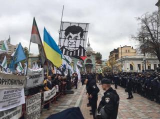 تظاهرکنندگان در خارج از پارلمان اوکراین