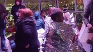 Personas atrapadas en una cápsula del London Eye