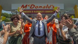 Michael Keaton (centre)