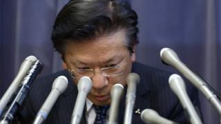 Mitsubishi boss bowing