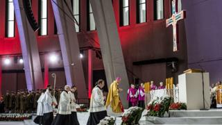 Tổng giám mục Wojciech Polak, một lãnh đạo cao cấp của Giáo hội Công giáo La Mã ở Ba Lan, đã xin lỗi các nạn nhân