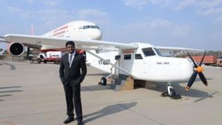 पिछले साल मार्च में हैदराबाद के एयर शो में दिखाया गया था अमोल यादव का विमान