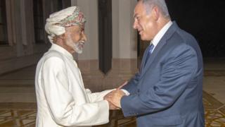 بنیامین نتانیاهو، نخست وزیر اسرائیل در سفر محرمانه خود به عمان با سلطان قابوس