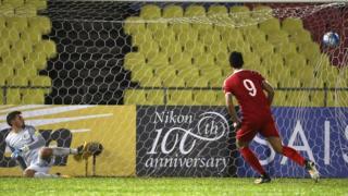 Omar Al Somah equalises from the penalty spot for Syria against Australia