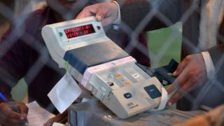 इलेक्ट्रॉनिक वोटिंग मशीन